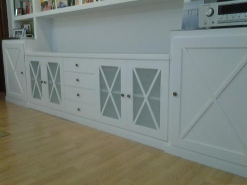 este mueble es el complemento a unas estanteras de pladur en la parte superior